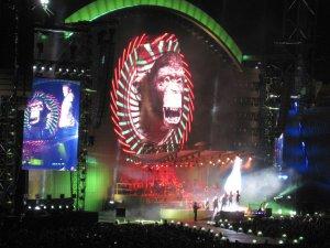 frisch gejazzt von Panzerballett bis zur Robbie Williams - Gigantomie